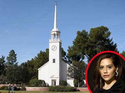 Бриттани Мерфи похоронена на одном кладбище с Майклом Джексоном