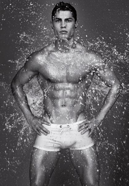Видео: Криштиану Роналду в рекламном ролике Armani underwear