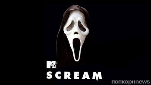 Новости сериалов: «Крик» отправляется на тв-экраны, а Мэтт Бомер в «Американскую историю ужасов»