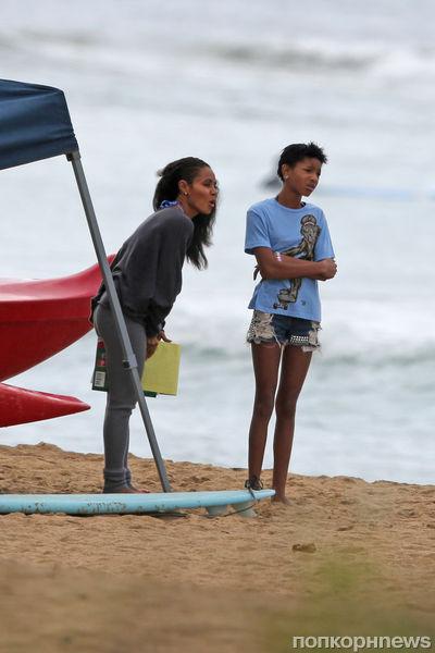 Джада Пинкетт Смит с детьми на Гавайях