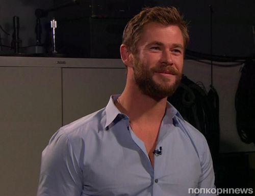 Видео: Крис Хемсворт сделал массаж секретарю Warner Bros.