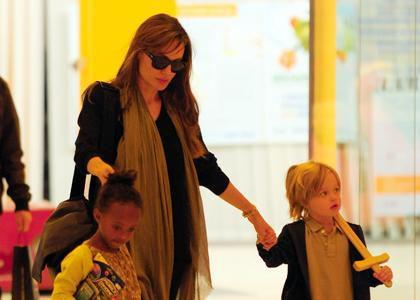 Анджелина Джоли с дочерьми вернулись в Лос-Анджелес