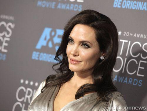 Анджелина Джоли узнала о переписке Брэда Питта с Дженнифер Энистон