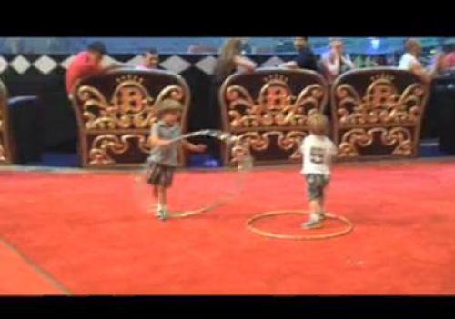 Видео: Дети Бритни Спирс танцуют под песню Toxic