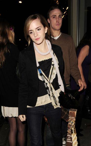 Эмма Уотсон с другом в ночном клубе