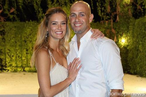 Бар Рафаэли показала фото со свадьбы