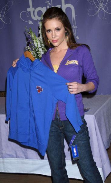 Алисса Милано представила свою коллекцию спортивной одежды