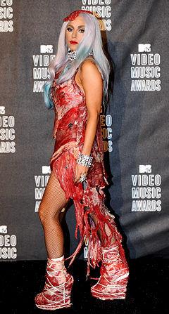 Мясной костюм Lady GaGa оказался самым востребованным на Хэллоуин