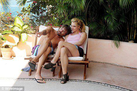 Бритни Спирс и Джейсон Травик в Мексике