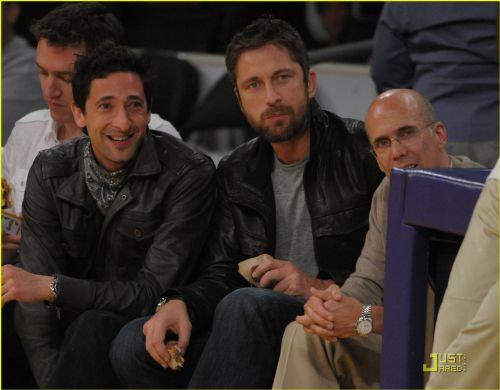 Джерард Батлер и Эдриан Броуди на игре Lakers