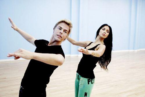 Памэла, Шэннен и Николь на репетицции Танцев