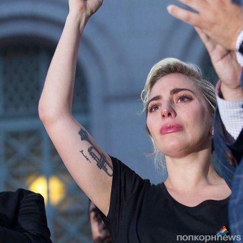 Видео: Леди Гага расплакалась во время речи, посвященной трагедии в Орландо