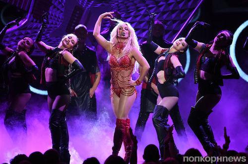 Колтон Хейнс составил компанию Бритни Спирс на ее концерте в Лас-Вегасе