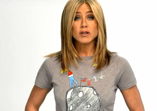 Дженнифер Энистон создала футболку для фонда по борьбе с раком