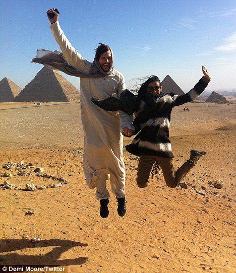 Деми Мур и Эштон Кутчер в Египте