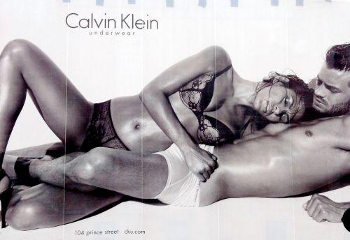 Реклама с Евой Мендес для Calvin Klein стала причиной споров