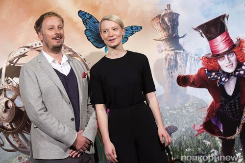 Миа Васиковска на мадридской премьере фильма «Алиса в Зазеркалье»