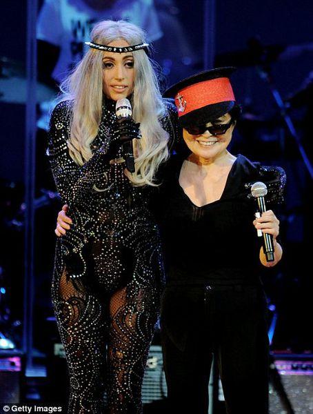 Йоко Оно и Lady GaGa выступили вместе