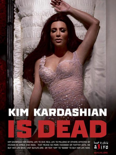 Ким Кардашиан легла в гроб за деньги
