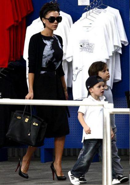 Виктория Бэкхем и ее сыновья отправились полетать