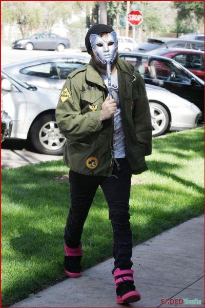 Пит Вентц в карнавальной маске
