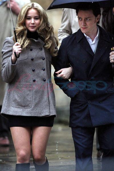 Джеймс МакЭвой и Дженнифер Лоуренс на съемочной площадке