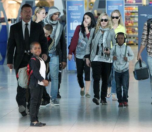Мадонна с семьей в Лондоне