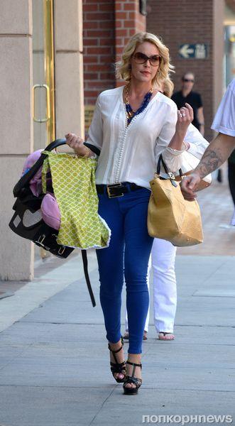 Кэтрин Хайгл в восторге от своей маленькой дочки