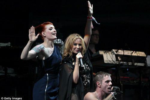 Кайли Миноуг и Scissor Sisters на фестивале Glastonbury