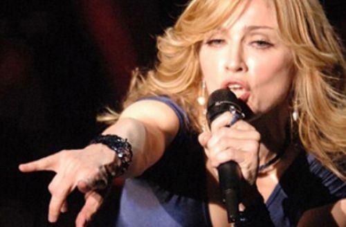 Мадонна дважды упала в обморок на концерте
