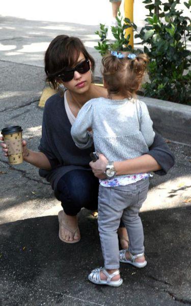 Джессика Альба с дочкой. 21 марта