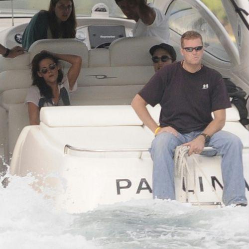 Роберт Паттинсон и Кристен Стюарт на острове Эсми и безумные меры безопасности