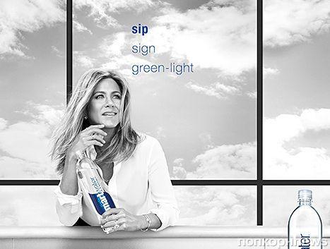 Дженнифер Энистон снялась в новой рекламной кампании Smartwater