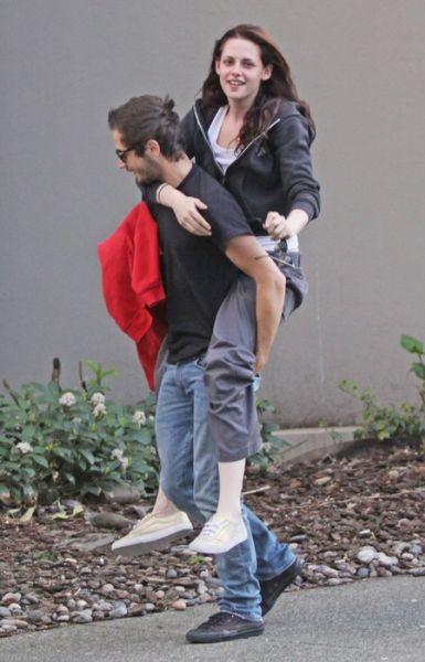 Кристен Стюарт и Майкл Ангарано веселятся в Ванкувере