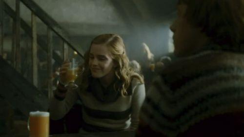 """Попробуйте тыквенный сок и сливочное пиво в баре """"Три метлы"""""""