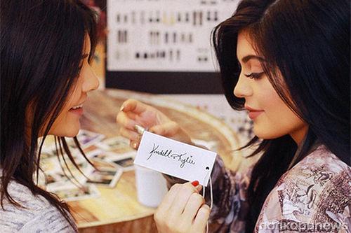 Кайли и Кендалл Дженнер запускают собственный модный бренд