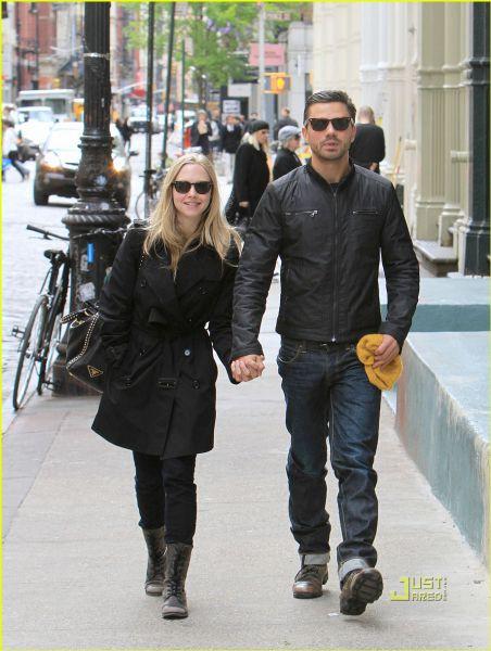 Аманда Сейфрид и Доминик Купер гуляют в Нью-Йорке