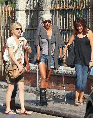 Как Халли Берри травмировала ногу