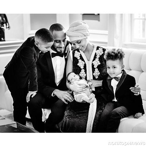 Алишиа Кис показала новорожденного сына