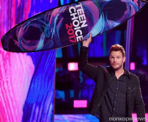 Фоторепортаж с Teen Choice Awards 2017: звезды на красной дорожке церемонии