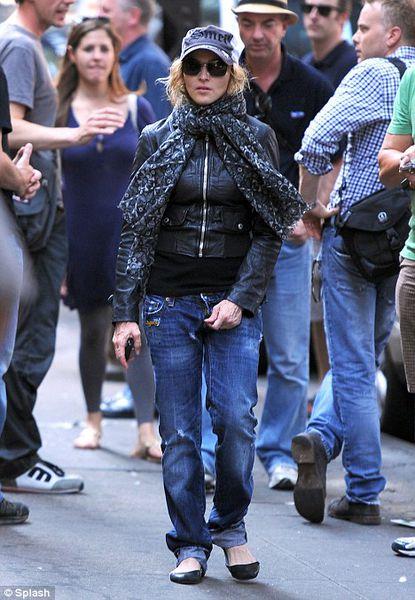 Неузнанная Мадонна гуляла по Нью-Йорку