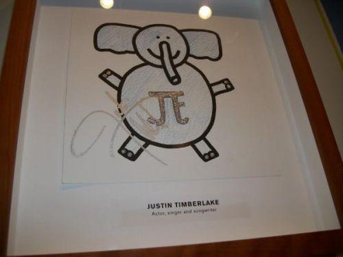 Выставка звездных рисунков для Target House