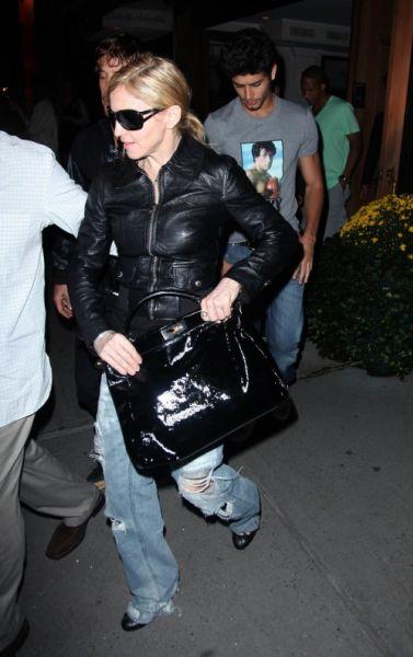 На Мадонну подали в суд ее соседи