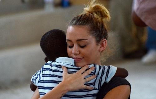 Благотворительный визит Майли Сайрус в Гаити