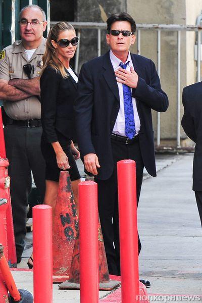 Суд доверил Дениз Ричардс опеку над детьми Чарли Шина