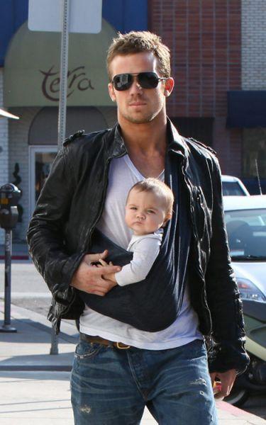 Так должен выглядеть любой молодой папа!