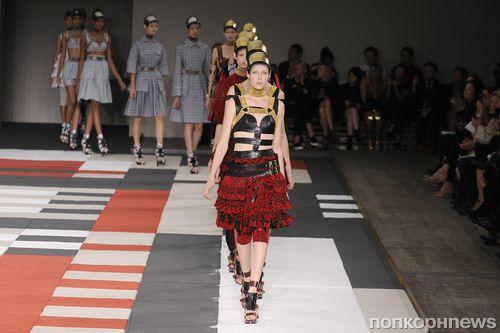 Модный показ новой коллекции Alexander McQueen. Весна / лето 2014