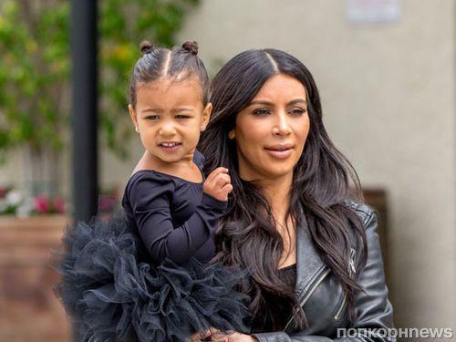 Дочь Ким Кардашьян и Канье Уэста ходит с сумкой за несколько тысяч долларов
