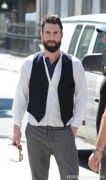 Адам Левин отрастил бороду