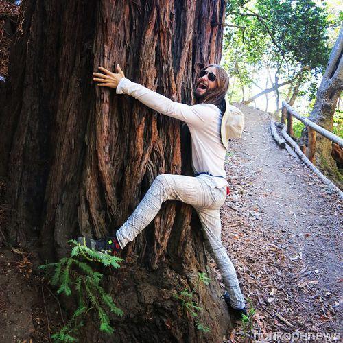 Звезды в социальных сетях: у Лиа Мишель новая любовь, а Адам Левин и его жена Бехати Принслу изобрели новую позу йоги